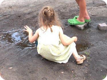 Fenne maakt vilt in een waterplas
