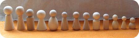 Houten popjes op een rij
